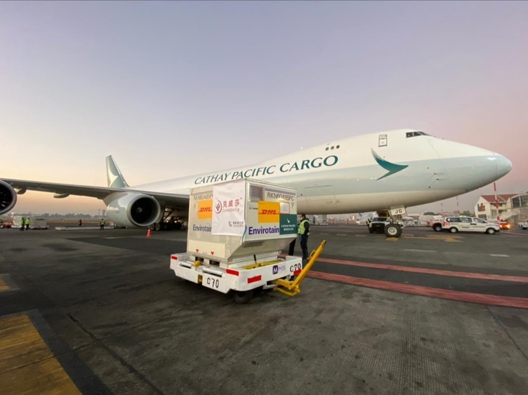 Photo: Cathay Pacific Cargo delivers a shipment of vaccines to Mexico. Source: Mexico's Ministry of Foreign Affairs @SREMX